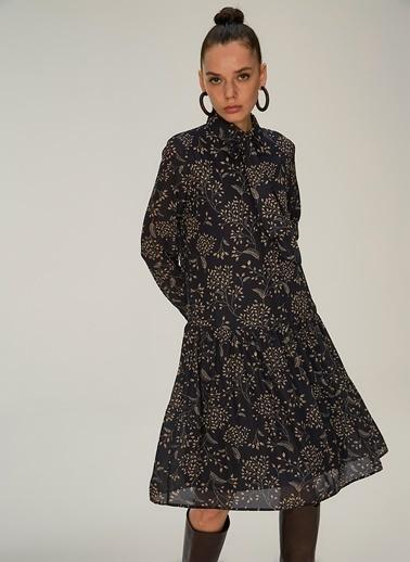 NGSTYLE Desenli Fular Bağlamalı Elbise Siyah
